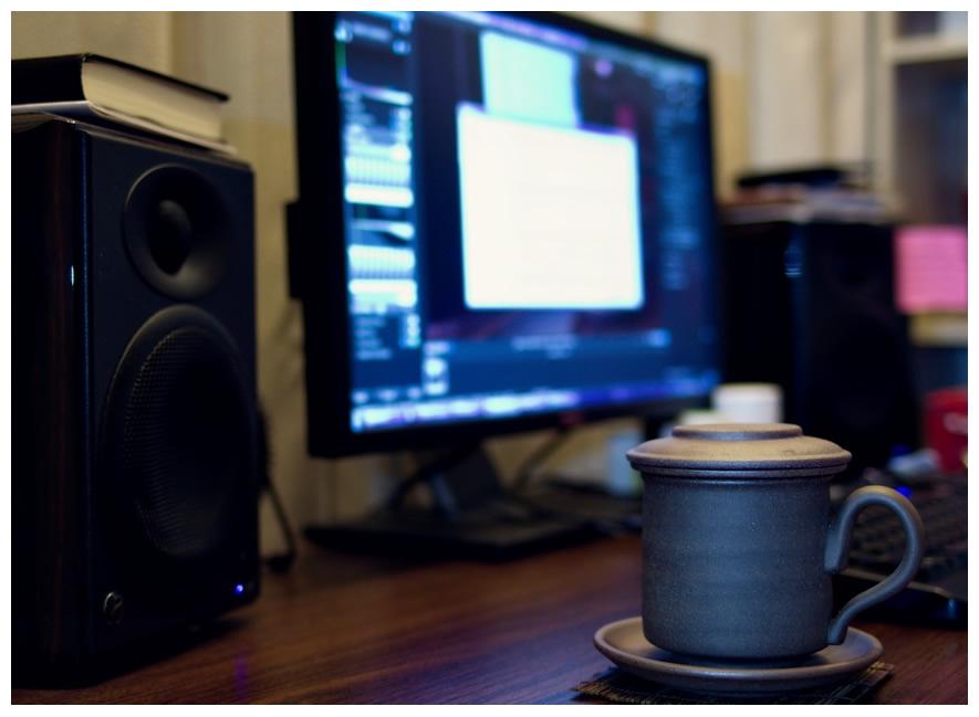电脑桌-茶杯